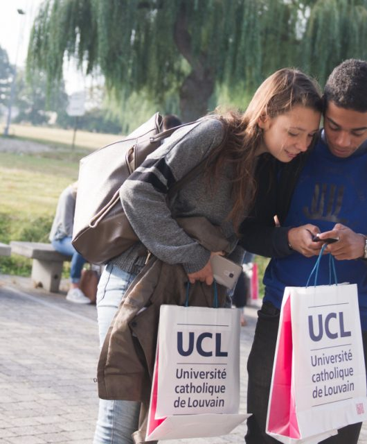 Two UCLouvain students at an Open Day